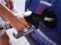 Украина: на фоне падающей гривны на АЗС дорожает бензин