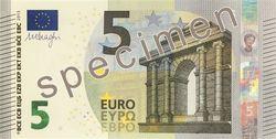 2 мая в обращение поступила новая купюра номиналом 5 евро