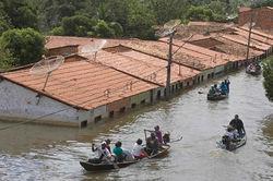 Наводнение в Бразилии: Амазонка грозит всему живому