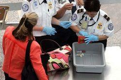 США разрешит провозить холодное оружие в самолетах