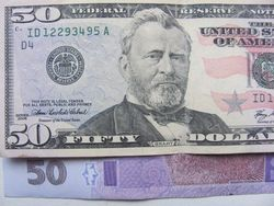 Курс гривны продолжил снижение к евро, канадскому доллару и фунту стерлингов