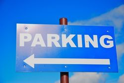 Возле КГГА появится парковка на 600 мест