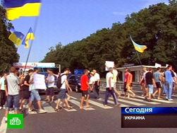 В знак протеста против «языкового законопроекта» украинцы перекрыли дороги