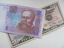 Курс гривны снижается к евро, но укрепился к канадскому доллару