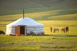 Какие проблемы испытывает туристическая отрасль Кыргызстана?