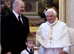 Лукашенко клянется, что передавать власть детям не будет