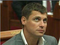 Раненный депутат Пабат после лечения вернулся в Украину
