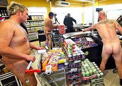 Сотни голых датчан участвовали в акции немецкого магазина