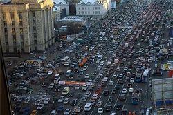 Борьба с пробками в Москве: студентов - за МКАД, Медведева - на вертолет