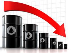 Перед выходными мировые цены на нефть снизились и сегодня нефть продолжает дешеветь