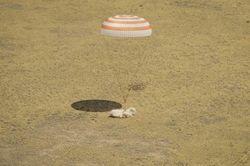 Международный экипаж с МКС мягко приземлился в Казахстане