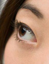 Мода в Казахстане: девушки массово «корректируют» разрез глаз