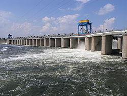 На территории Каховской ГЭС произошел взрыв