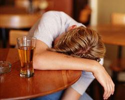 Ученые: Для нервов алкоголизм менее вреден, чем регулярные возлияния