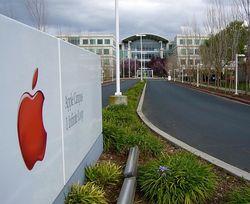 Apple переносит часть основных фондов в США. Телефоны будут дорожать
