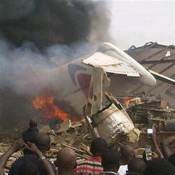 Пассажирский лайнер упал на дом в Нигерии