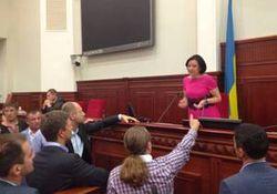 """Почти 300 бойцов """"Беркута"""" сдерживают протестующую толпу у Киеврады"""