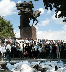 В годовщину бойни в Андижане Узбекистан зазывает инвесторов и туристов