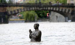 В Праге из-за наводнения эвакуируют людей, а также животных из зоопарка