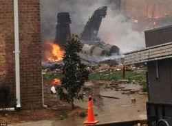 Самолет ВВС Индонезии упал на жилой дом