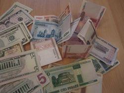 Белорусский рубль продолжил снижение к евро, фунту и австралийскому доллару