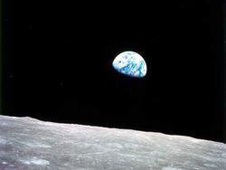 Стивен Хокинг дает Земле не более тысячи лет – потом нужно бежать в космос