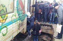 На киевском вокзале провалилась часть перрона с пассажирами