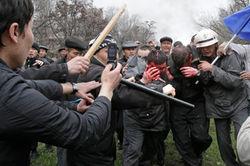 В Кыргызстане граждане избили милиционеров, конфисковавших у них наркотики