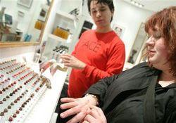 Удар по PR: медики предупредили женщин об опасности использования косметики