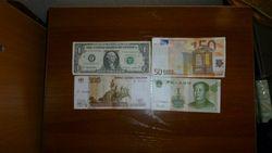 Рубль снижается к евро, фунту стерлингов и канадскому доллару