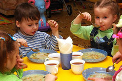 В детсадах Беларуси придется платить в 1,5 раза больше за питание детей