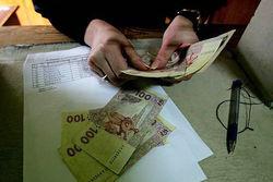 Зарплата рядового украинца рухнула на 10 долларов