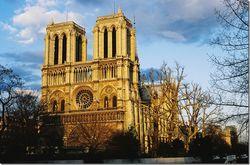 FEMEN провел акцию на месте самоубийства писателя в Нотр-Дам в Париже