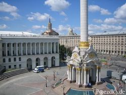 В центре Киева проверяют сумки людей