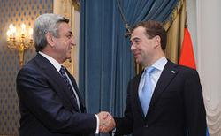 Медведев пообещал Саргсяну решить экономические проблемы Армении