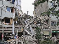 В Луцке рухнул дом - есть погибшие