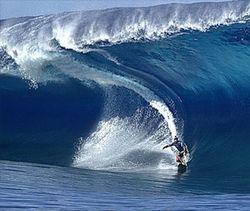 Американец Макнамара оседлал 30-метровую волну – новый рекорд в сёрфинге