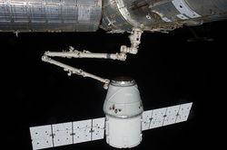Космический грузовик Dragon успешно пристыковался к МКС