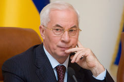 Азаров рассказал о планах по благоустройству дорог Украины