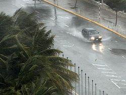 Ураган «Исаак» ослабел до масштабов шторма