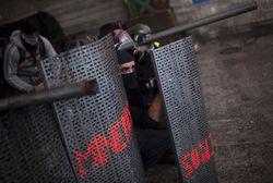 Бастующие испанские шахтеры обстреляли полицейское оцепление