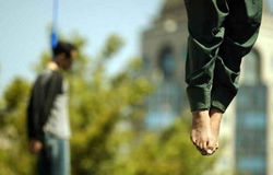 ТОП видео YouTube: приговоренный к виселице плачет на плече палача