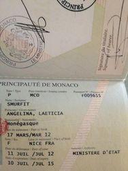 Виктория Боня показала всем паспорт дочери
