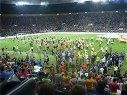 Финал Кубка Украины по футболу закончился потасовкой фанов прямо на игровом поле