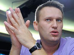 Навального отпустили под подписку, предъявив обвинение
