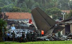 Число жертв авиакатастрофы в Индонезии возросло