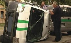 ДТП или попытка ограбления: в Запорожье перевернулась инкассаторская машина