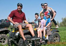 Братья Кличко выложили свои фото с семейного отдыха