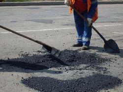 """СМИ: """"болотная технология"""" или как в Украине ремонтируют дороги"""