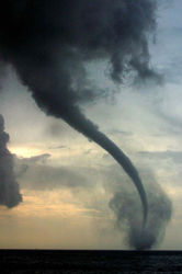Мощный торнадо в Японии - есть погибшие